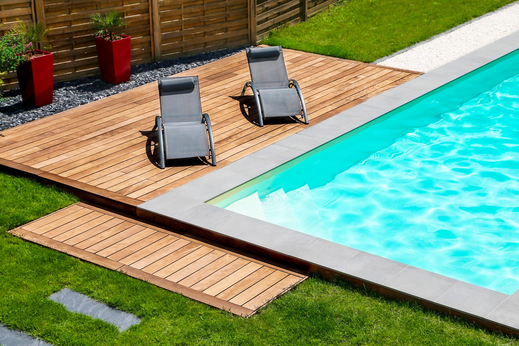 Piscine enterr e contemporaine sur mesure piscines design for Refoulement piscine miroir